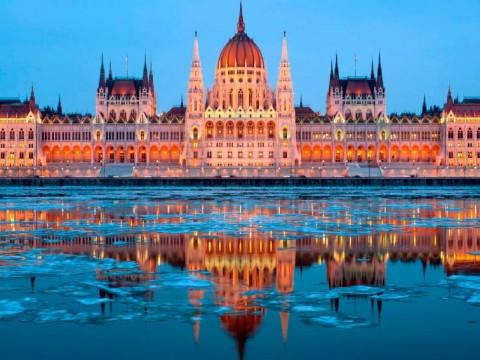 Budapest. Parlamento desde el Danubio