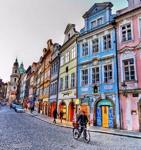 Praga con sus coloridas calles