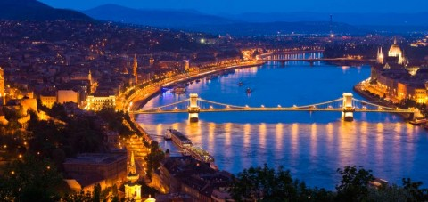 Budapest. Vista panorámica nocturna.