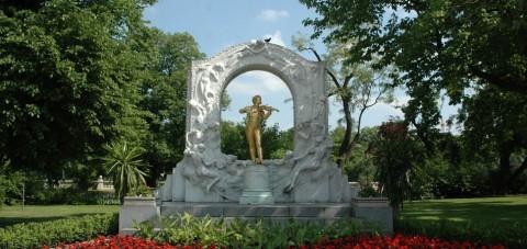 Viena. Estatua de Johan Strauss