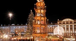 La mayor pirámide navideña hecha a mano en el mercado navideño de Dresde: 14,48 metros de altura.